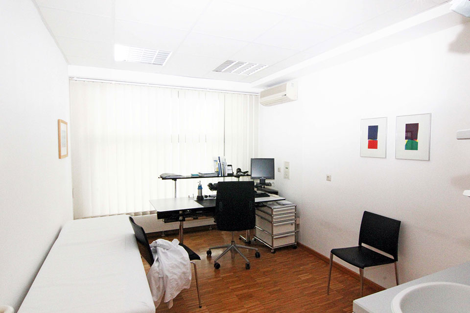 hautarzt dr schuster sprechzimmer